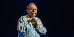 Jaroslav Dušek odehrál v Hradci dvě představení_04_charita